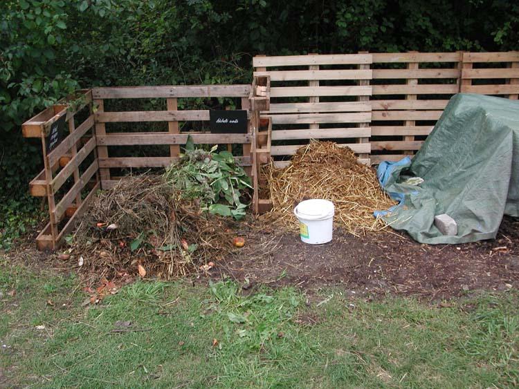 compost elements a melangerjpg - Comment Fabriquer Un Composteur Exterieur